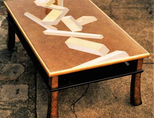 Table basse japonaise XVIIIe siècle dorée et laquée